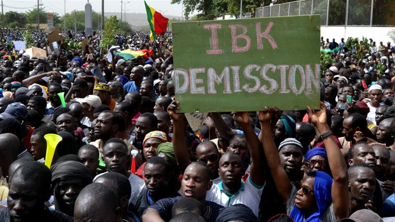 Thousands of Malians protest for an end to violence. ( Al Jazeera )
