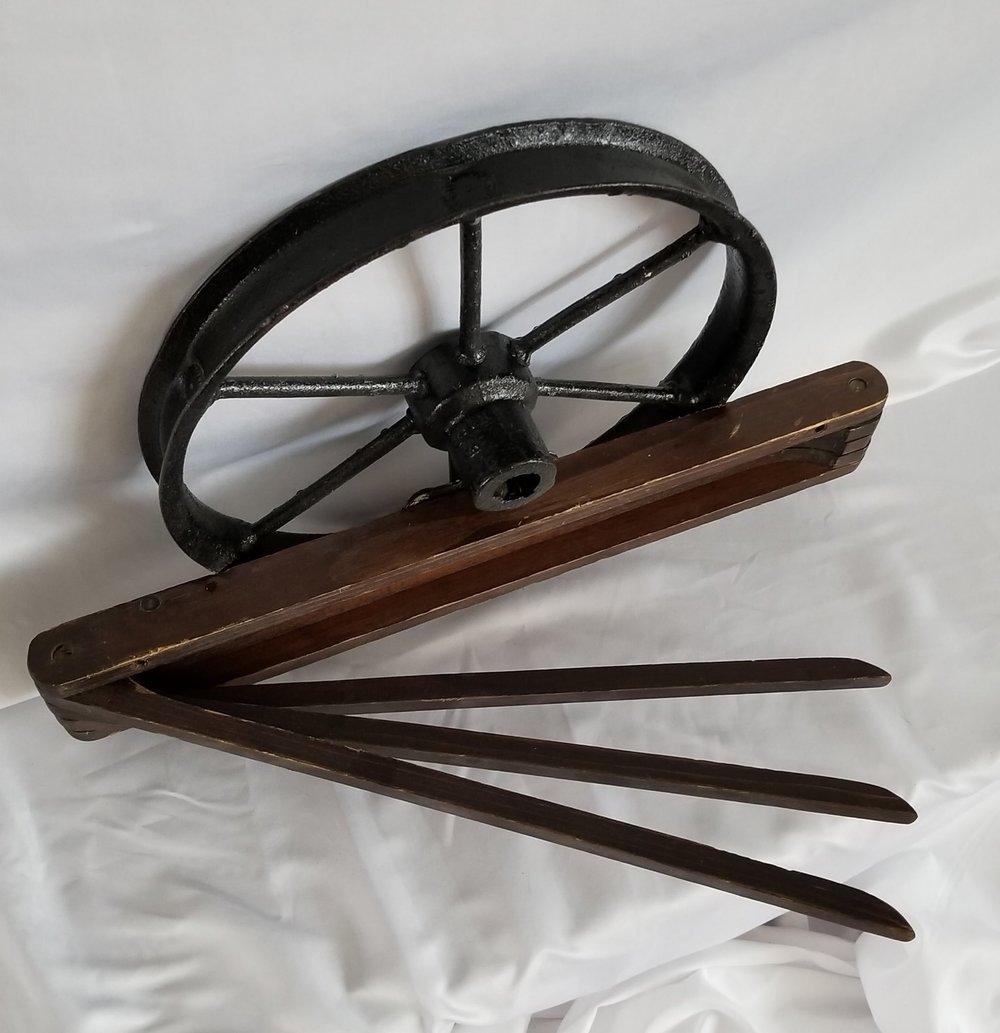 Wheel Clothes Hanger