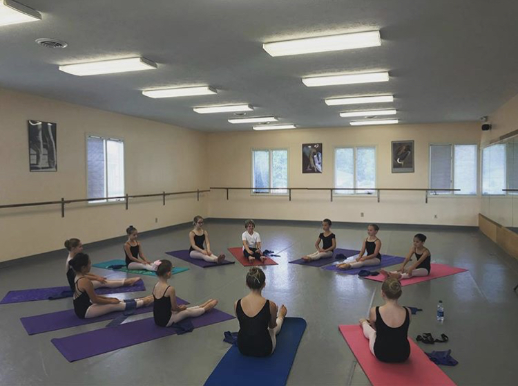 Dancers enjoying a pre-pointe class from our 2018 YBSI.