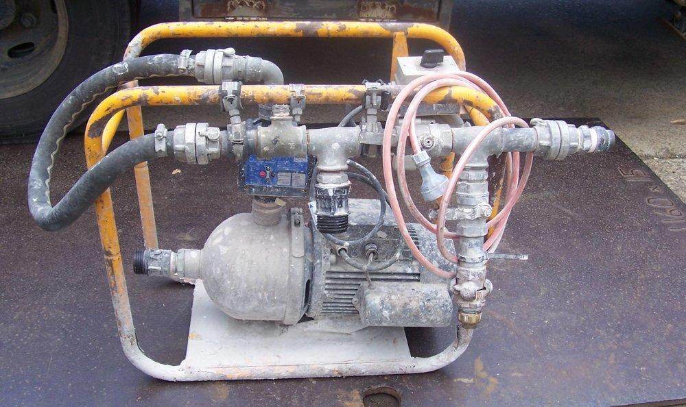 high pressure booster pump hire.JPG