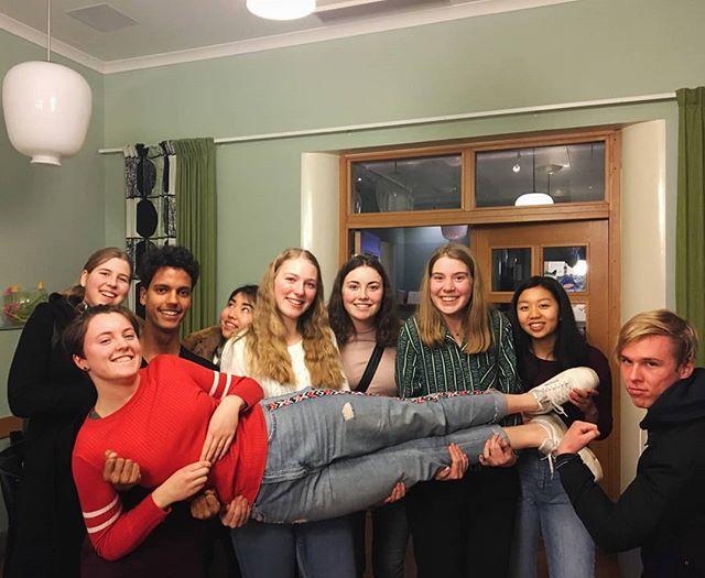 Credogruppen på Nyströmska gymnasiet håller uppe stämningen på skolan🤗