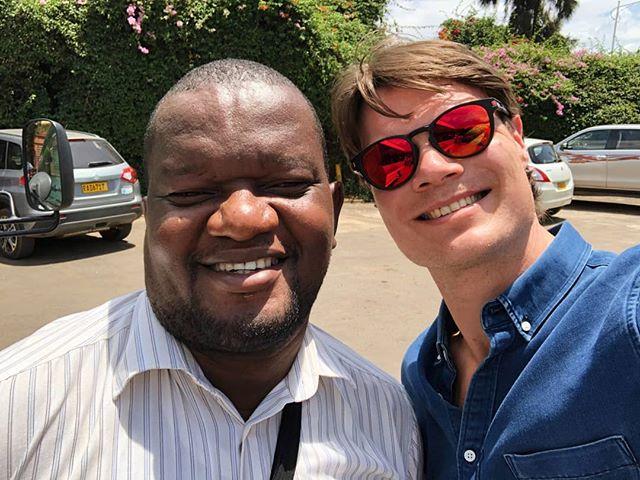 Från Rwanda:  Eric jobbar i IFES med att träna styrelser över hela världen. Han kommer från det fotbollstokiga landet Kamerun och han hälsar till Sverige - GO ZLATAN!