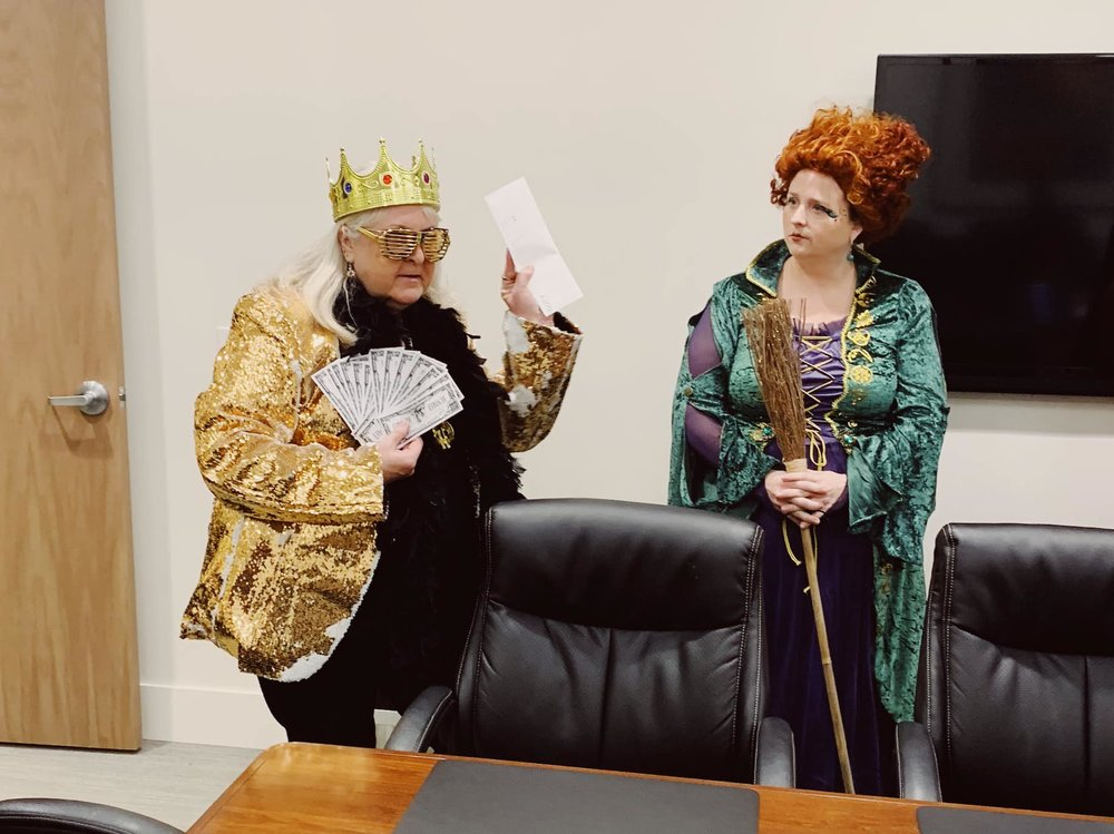 Lynda the Queen Bee & Shelley as Winifred from Hocus Pocus