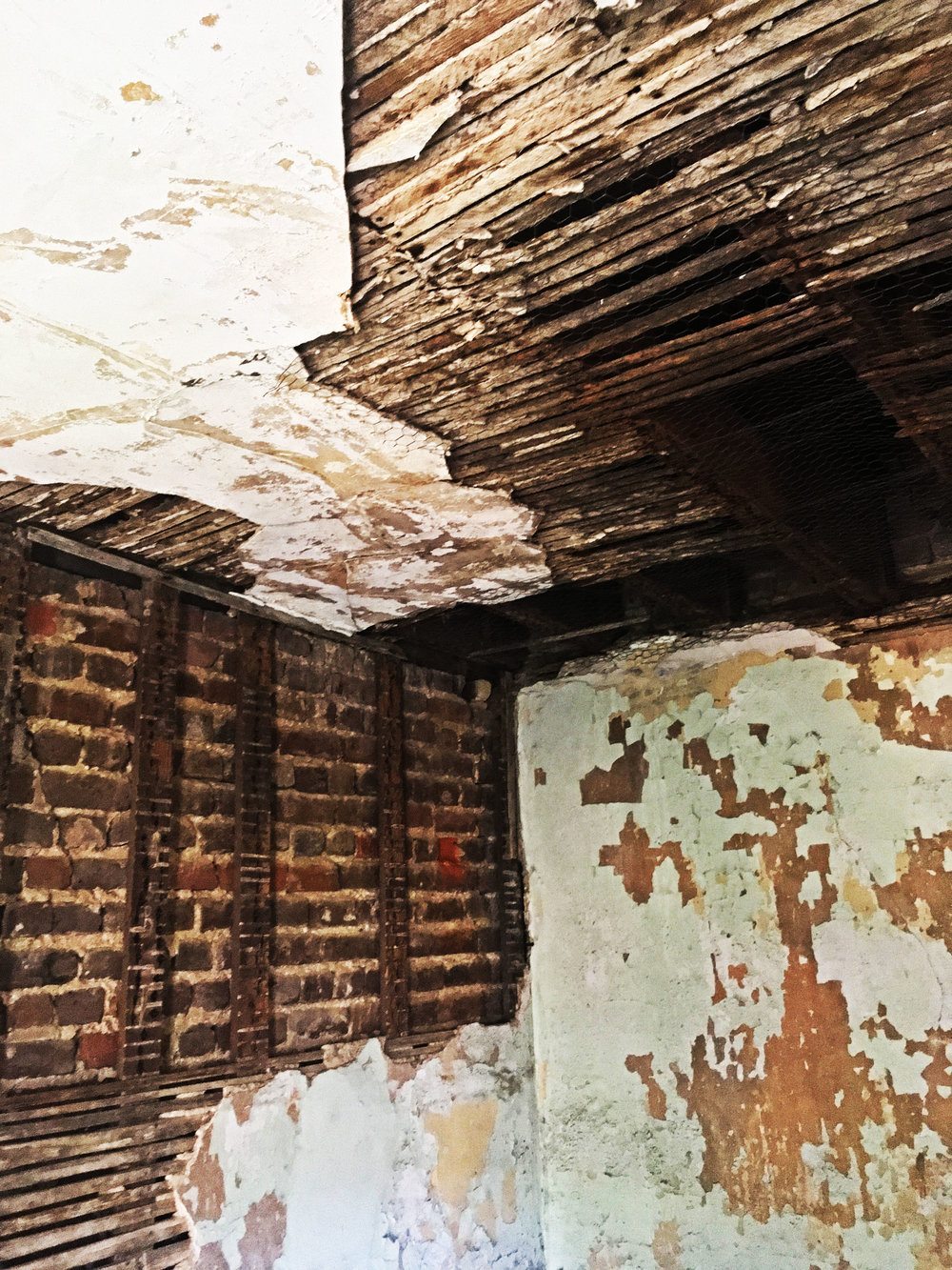 Aiken Rhett House Slave Quarters: Ceiling of first floor