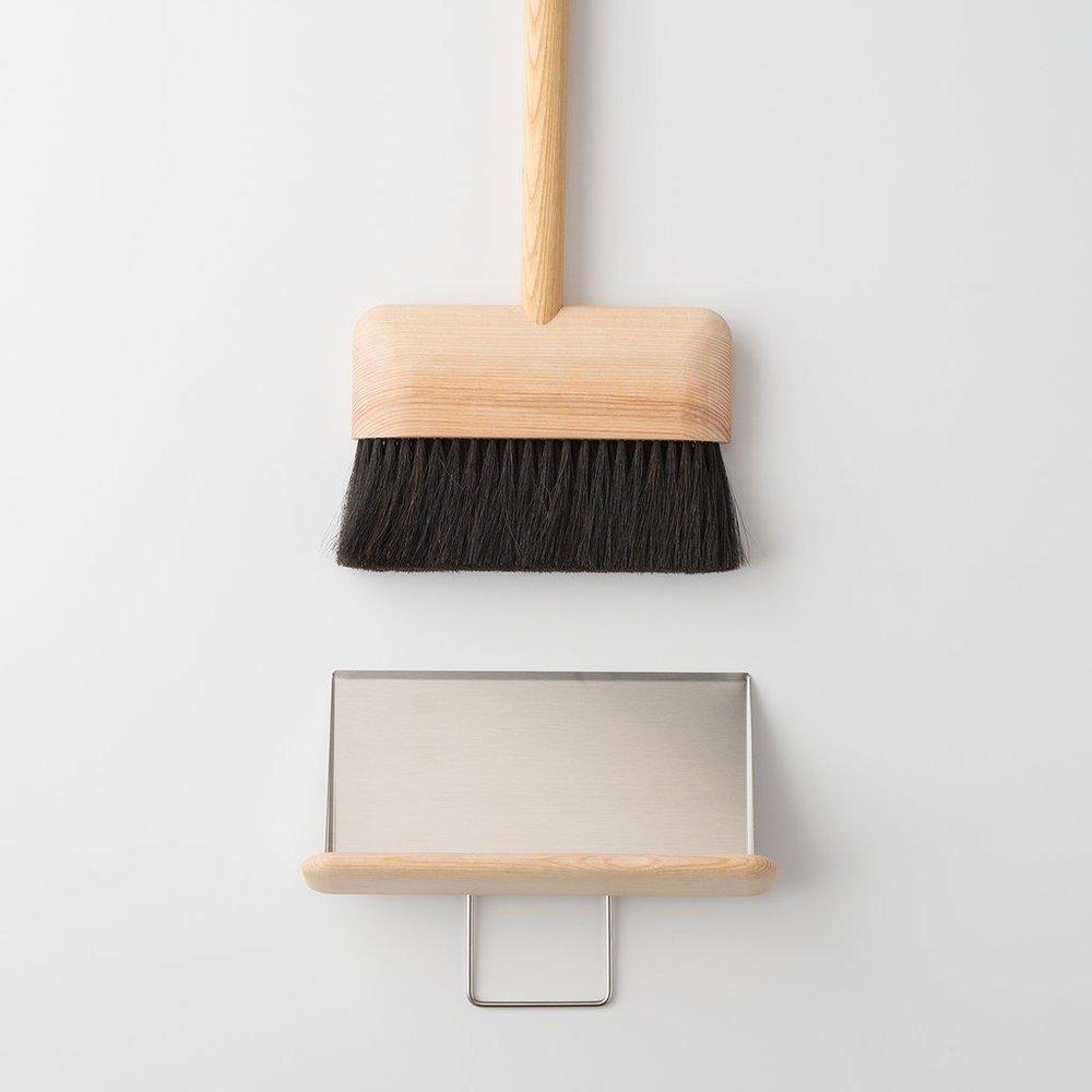 german broom + dust pan