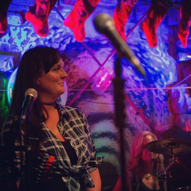Foxy! #countrygirl #countrymusic #countryartist #country #folk #bluegrass #americana #plaid #acoustic #dunedin #dunedinbrewery #tampa #florida #cowgirl #western #livemusic #music #love