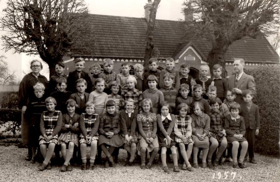 Skoleklasse 1957, foto arkiv.dk