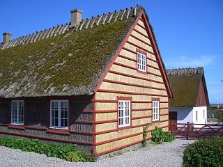 Et af de berømte Hesnæs huse beklædt med strå