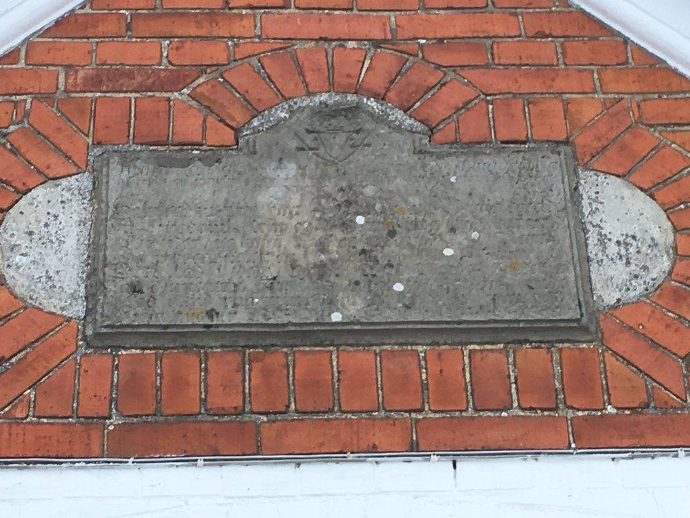 Over indgangsdøren er indfældet en såkaldt ryttersten. Den stammer fra den oprindelige Rytterskole, som lå et andet sted i Maglebrænde.
