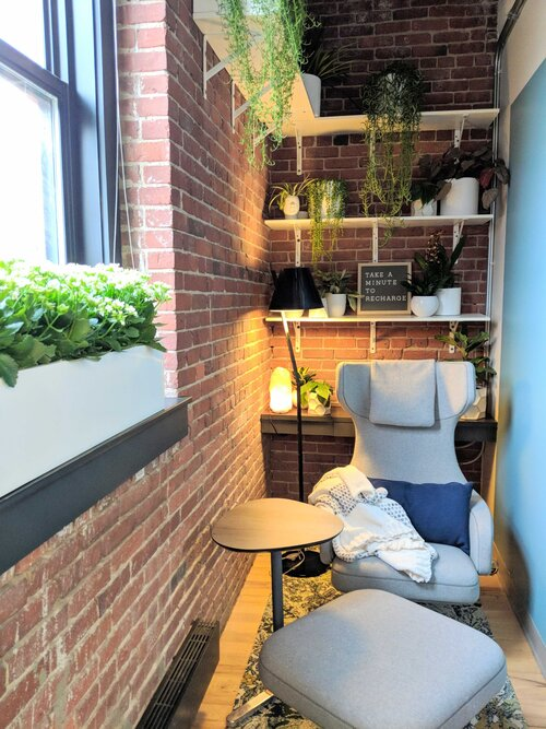 An example wellness or tranquility room where healthcare providers like nurses and doctors recharge.during shifts.