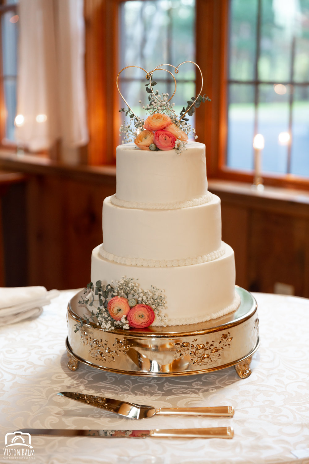Wedding photo of wedding cake in the venue of Zuka's Hilltop Barn by Vision Balm in Charleston, SC.