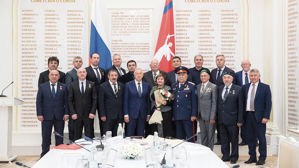 08-1-F-russian-men.jpg