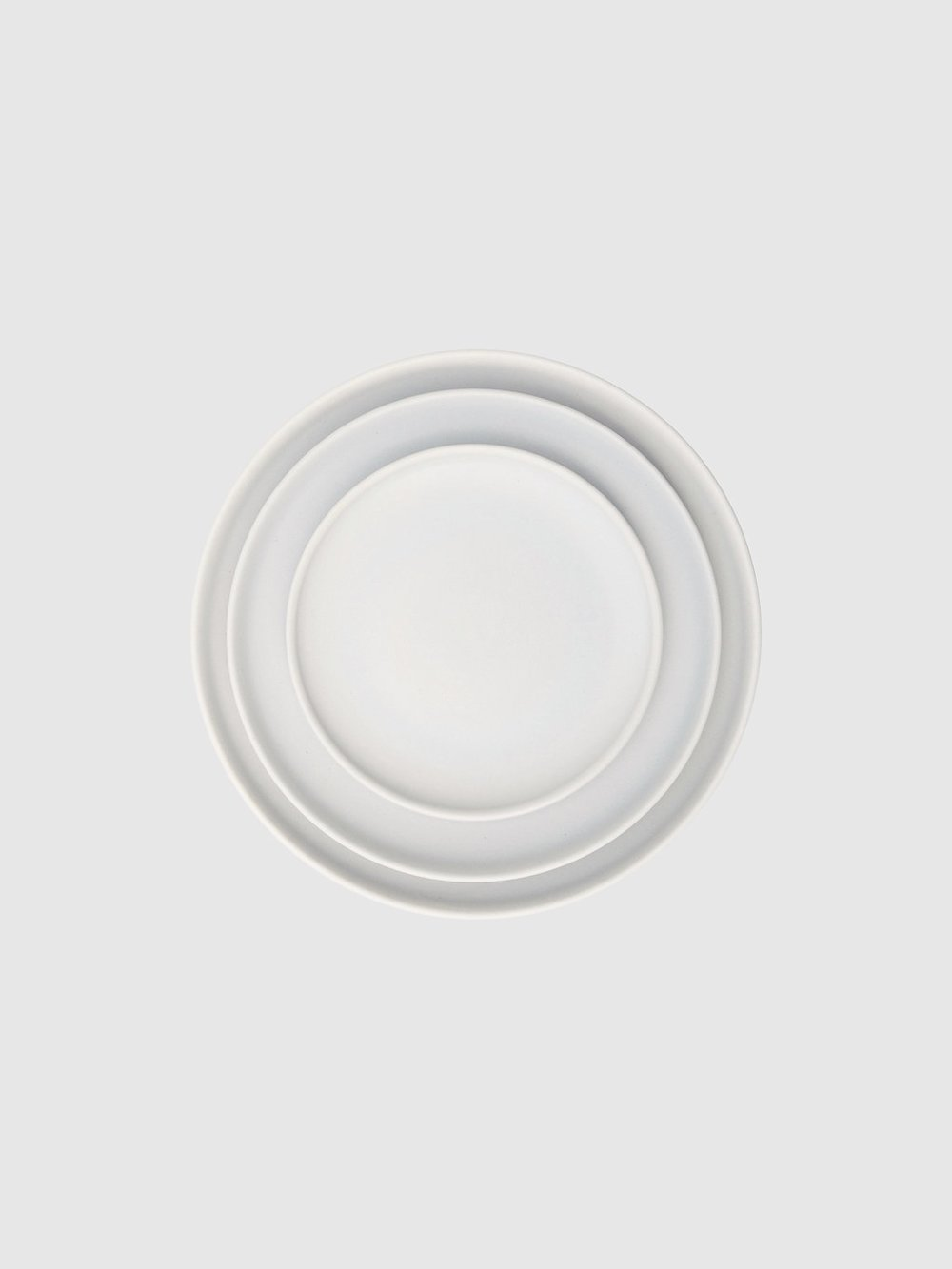 An artisanal flair with clean lines and a chic matte finish, adds simplicity and a modern aesthetic to this stylish earthenware.