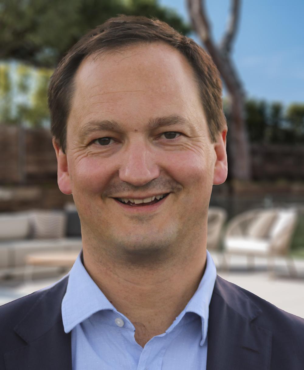 Robert Green    Founder & Managing Director – Sphere Estates