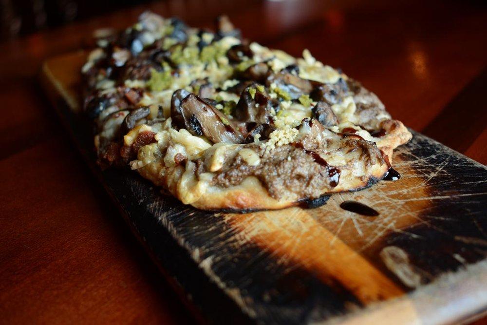 mushroom pizza 1.jpg
