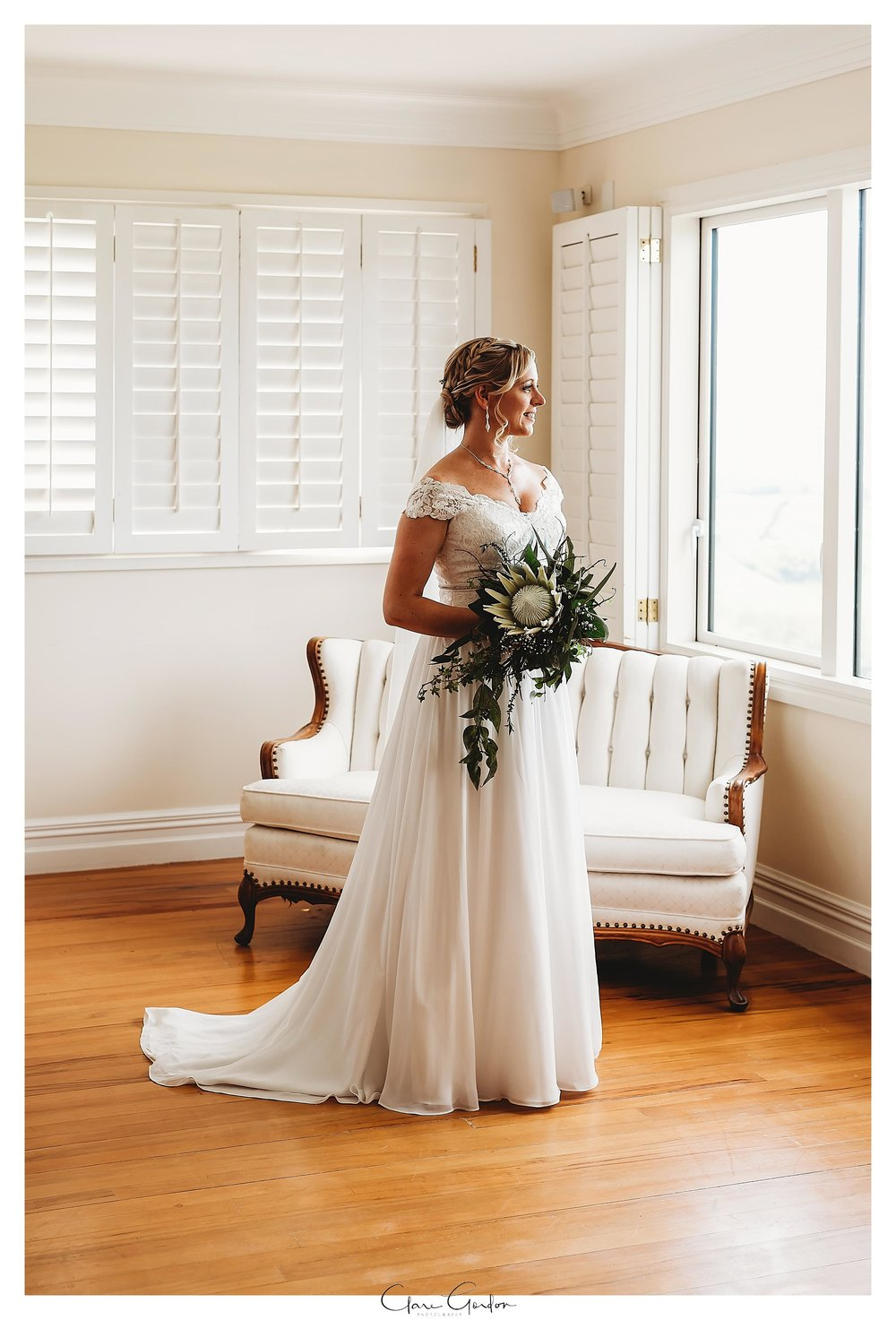 Eagle-Ridge-wedding-photo-bride-getting-ready-Tauranga (54).jpg