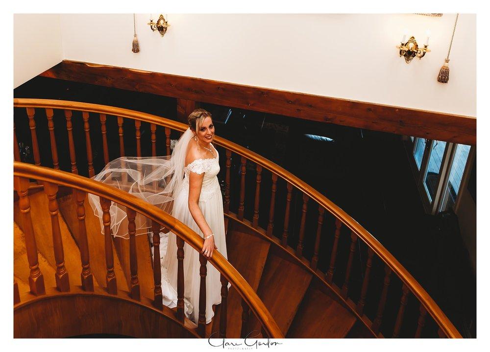 Eagle-Ridge-wedding-photo-bride-on-stairs-Tauranga (85).jpg