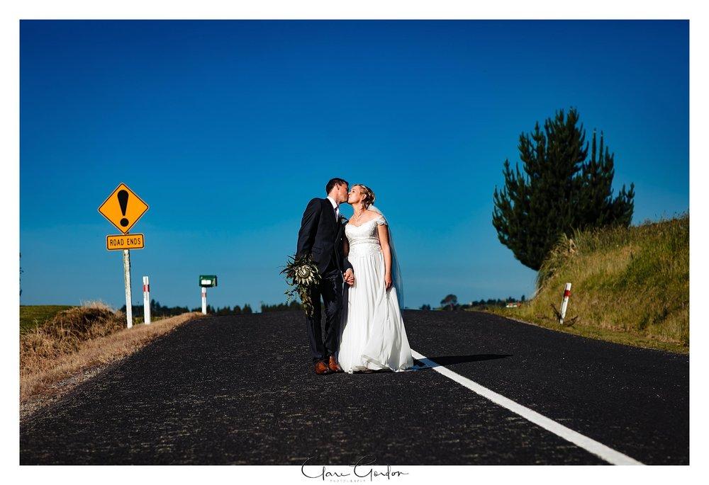 Eagle-Ridge-wedding-photo-bride-and-groom-portraits-Tauranga (123).jpg