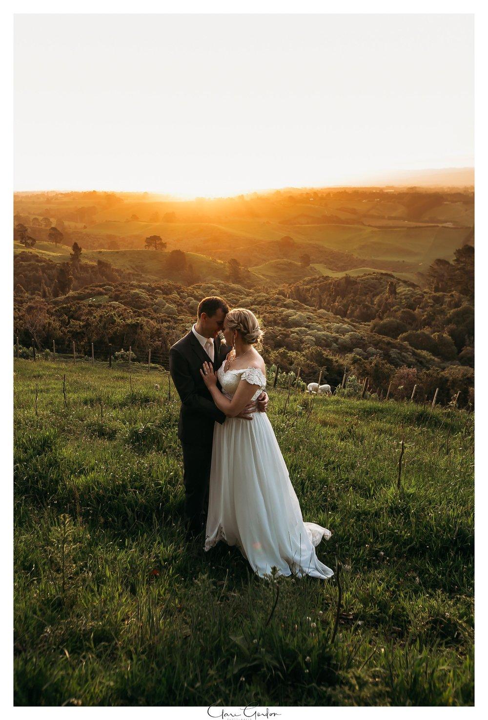Eagle-Ridge-wedding-photo-sunset-couple-hugging-Tauranga (152).jpg