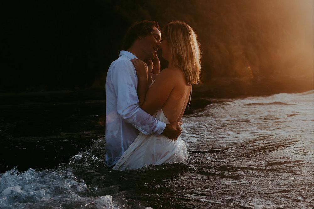 Raglan-beach-couples-engagement-photo-shoot (1 of 2).jpg