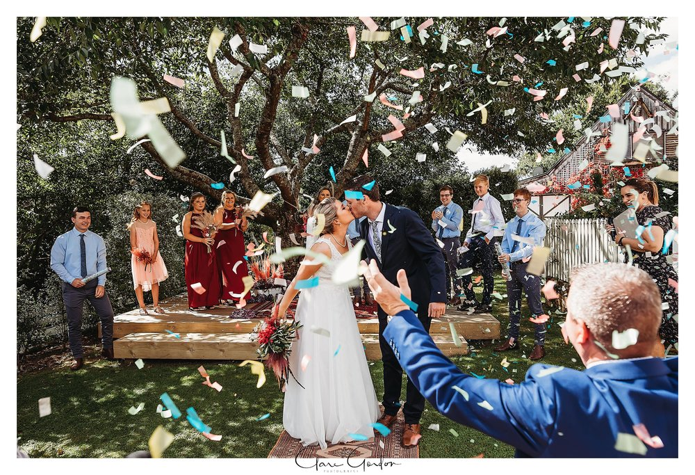 Charlmagne -Lodge-Weddnig-Photo-Couples-Kissing-Confetti.jpg