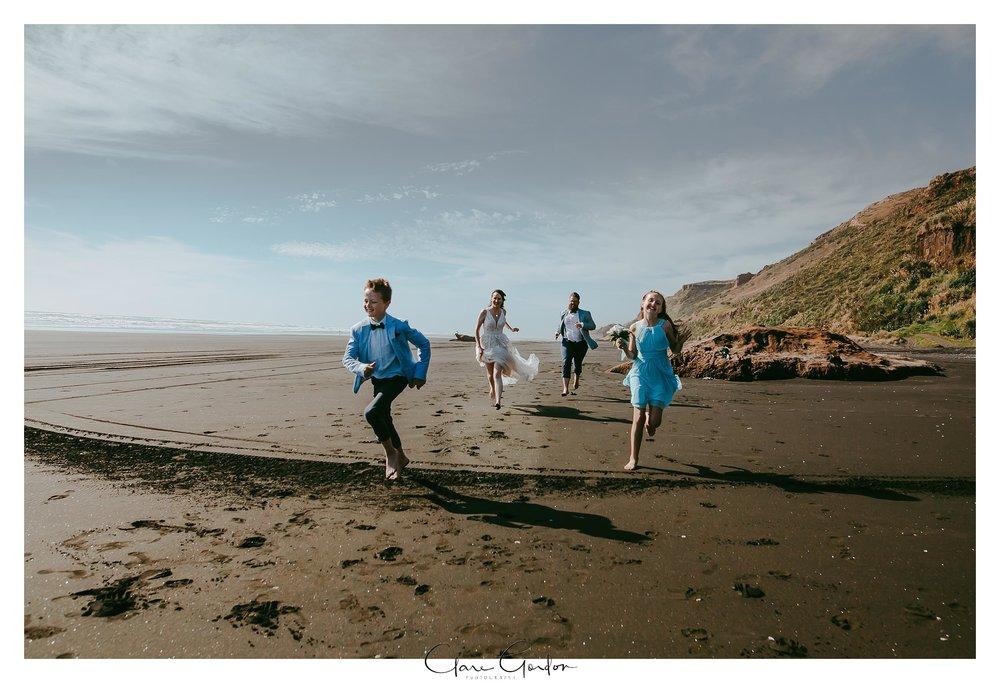 Castaways-resort-waiuku-Wedding-photos-Karioitahi-beach (92).jpg