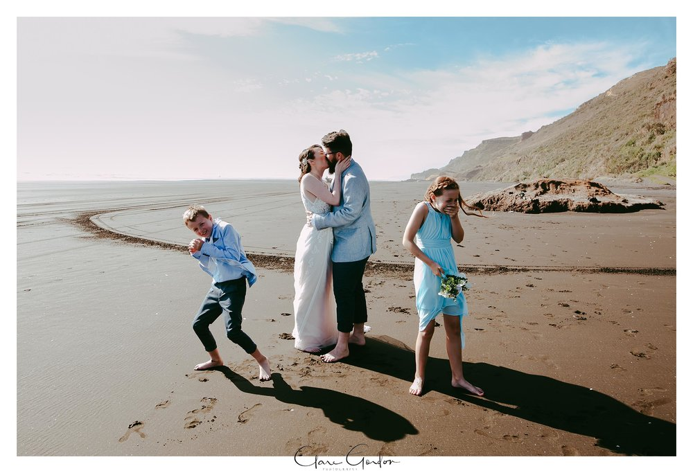 Castaways-resort-waiuku-Wedding-photos-Karioitahi-beach (94).jpg