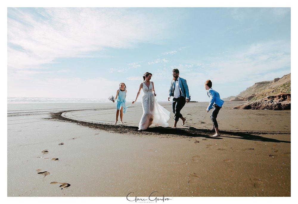 castaways-resort-waiuku-Wedding-photos-Karioitahi-beach (2).jpg