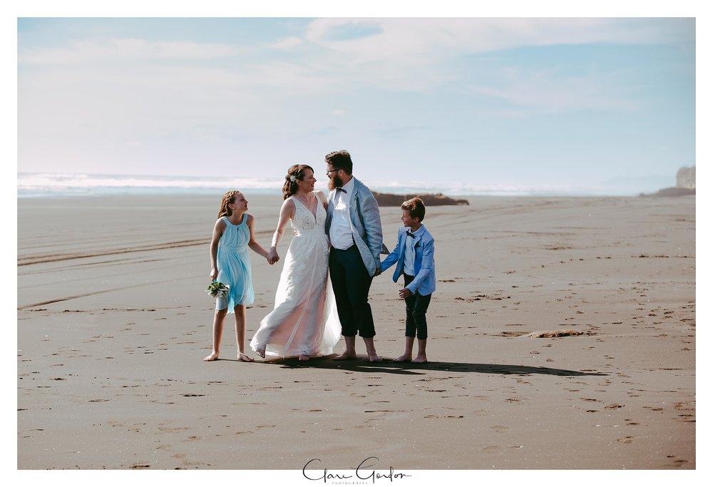 Castaways-resort-waiuku-Wedding-photos-Karioitahi-beach (102).jpg