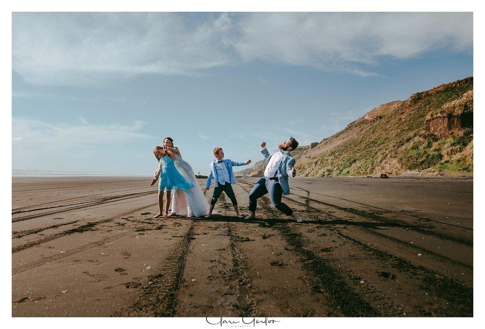 Castaways-resort-waiuku-Wedding-photos-Karioitahi-beach (103).jpg