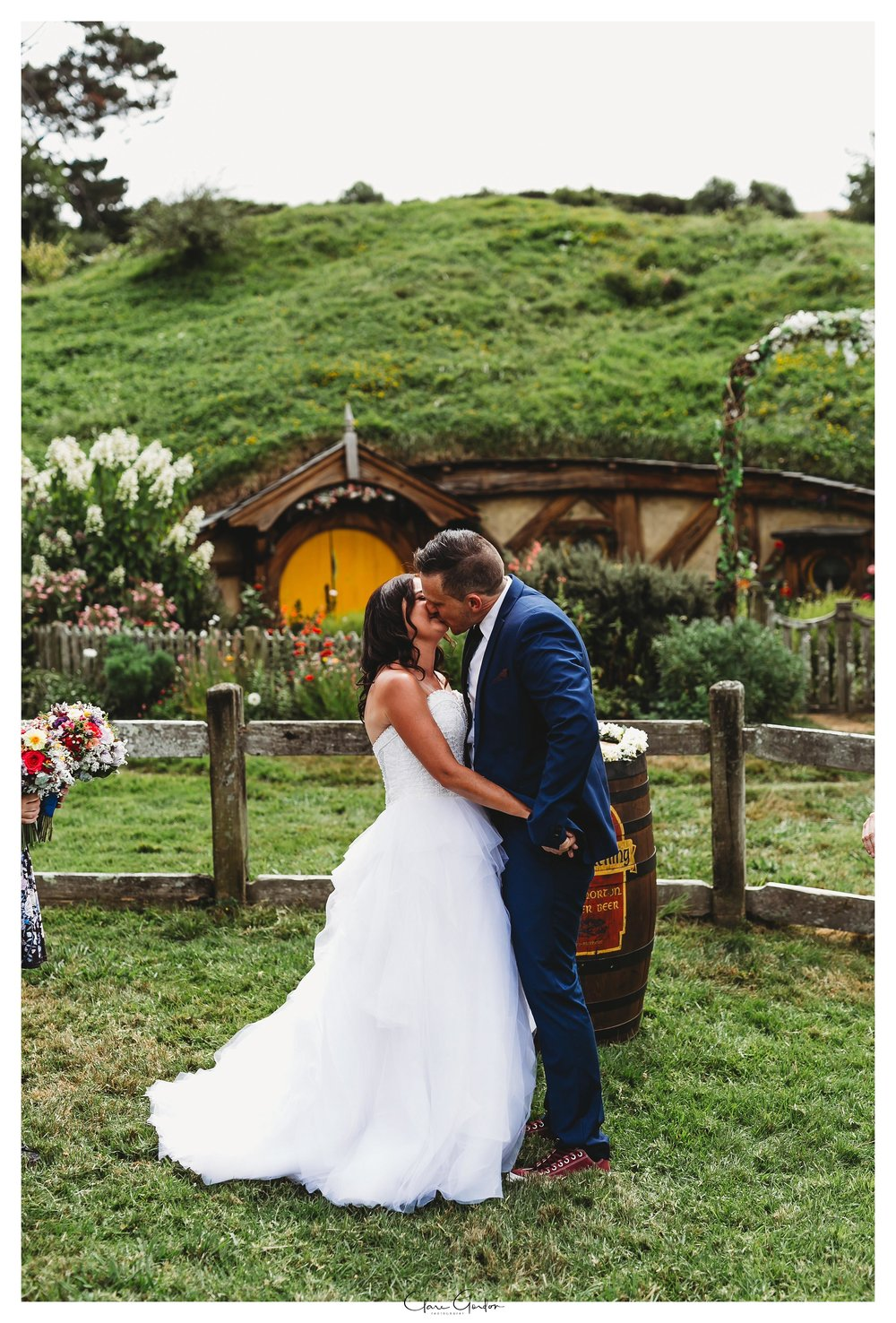 Hobbiton-wedding-bride-and-groom-kiss