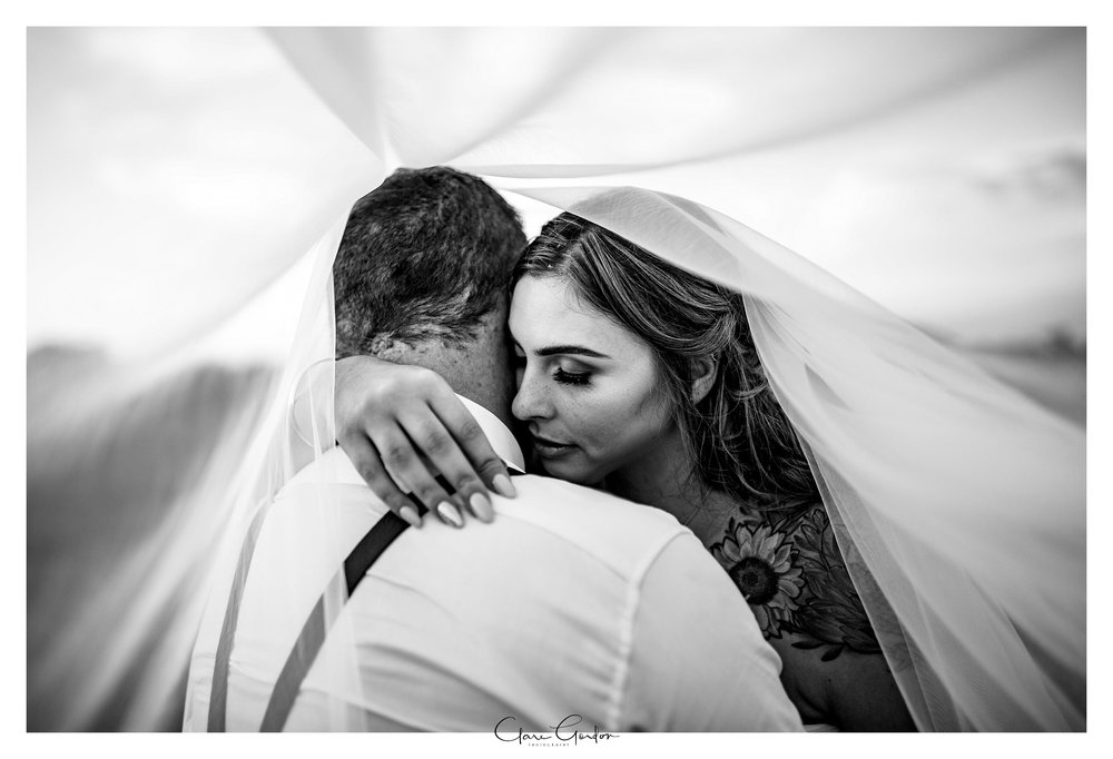 Bride-and-groom-photo-viel-black-and-white