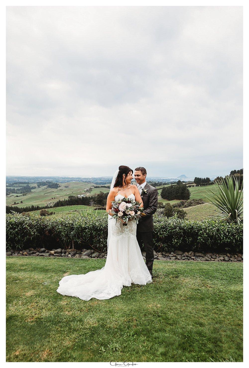 Eagle-ridge-wedding-photo-bride-and-groom