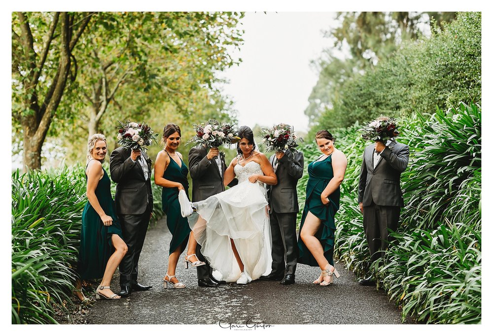 Eagle-ridge-wedding-photo-bride-and-groom-and-Bridal-party-on-drive