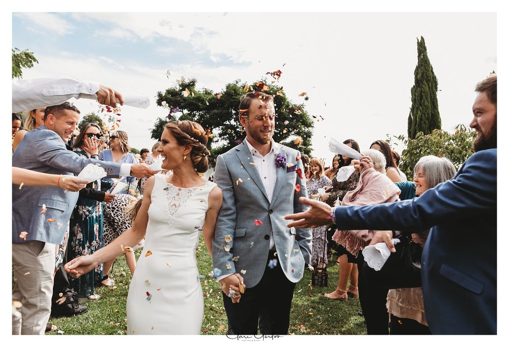 Ginangin-wedding-photo-confetti