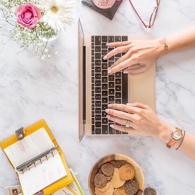 "The MacBook 12"" 😍 - - - - - Photo @lifeinbombay @poojamakhija  #tech #techconcierge #bosslady#techconsulting #applegreentech#itconsulting #conciergeservice#technology #womenintech#dowhatyoulove #entrepreneur#femalefounders #femaleentrepreneur#femaleboss #laptoplifestyle #freedombasedbusiness #freedom #workfromhome #influencer #crypto #freelance #success #entrepreneur #goals #workfromanywhere #money #moneymaker #makeithappen #workworkwork #womensupportwomen"