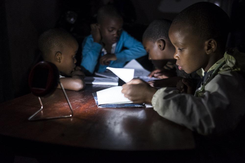 IMPACT ET SUCCÈS - ÉLAN RDC vise à réduire la pauvreté en RDC en augmentant les revenus de plus d'un million de petits producteurs, entrepreneurs et consommateurs pauvres, d'ici la fin de 2020. Notre travail repose sur nos convictions en un avenir meilleur, des marchés et des sociétés plus solides pour les citoyens congolais. Ces croyances se manifestent dans notre vision et notre mission