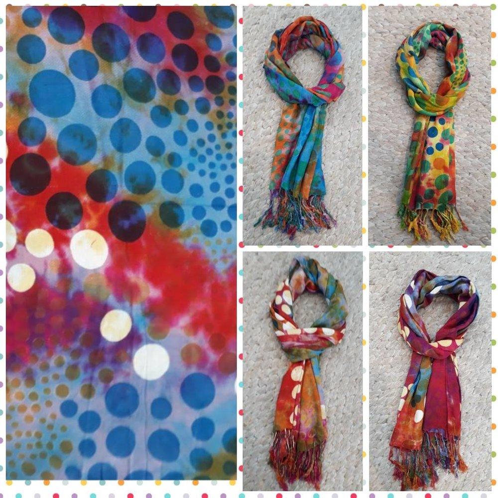 Echarpe Estampa Bolinhas - Cores: azul, vermelho cereja, laranja, branco, amarelo