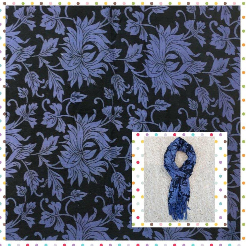 Echarpe Estampa de Flores - Cores: azul e preto