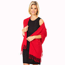 Echarpes com vestido - Adicione elegancia ao seu look com echarpes ou pashminas com franjinhas