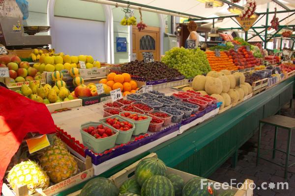 9906_07_31---Fruit-and-Vegetable-Market--Bolzano--Italy_web
