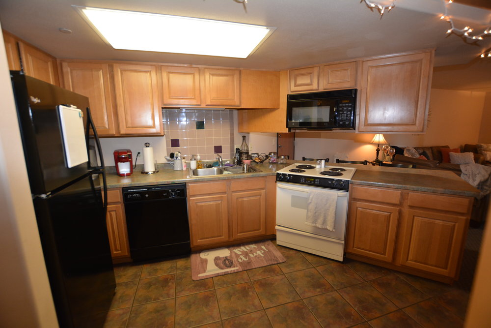 Large spacious kitchen in the Aberdeen Apartments