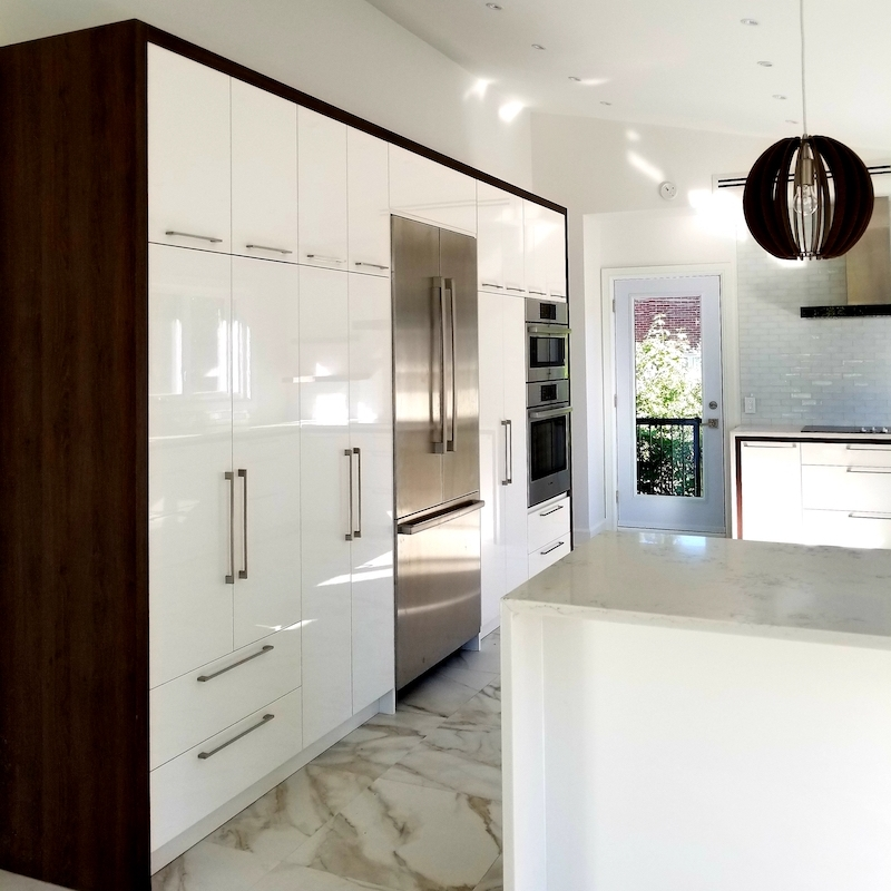 SIMILAQUES CABINETS - Non-toxic and less expensive than lacquer, a Similaque kitchen resists exposure to UV rays and moisture, making it an ideal material for a high-usage application.