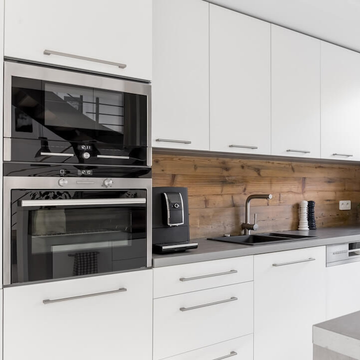 Armoires mélamine - Sa rigidité exceptionnelle et sa résistance à la chaleur rends la mélamine le matériel idéal pour la cuisine. Choisissez parmi une infinité de fini et texture.