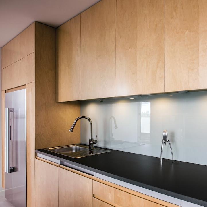 armoires placage de bois - Disponible dans une gamme complète de finis, le placage de bois permet de recréer l'allure du bois massif tout en respectant votre budget.
