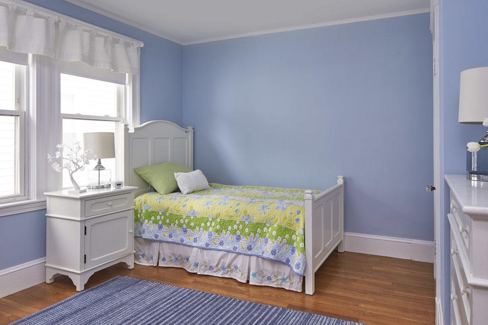 24_springfield_st_bedroom1.jpg