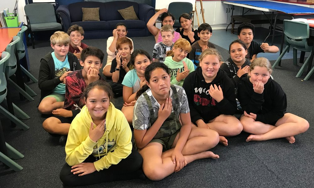 Totara Grove School students tapping on their favourite point.
