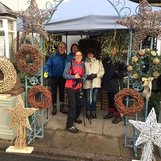 I spy...some beautiful Christmassy displays @floral_couture_by_myke in #chelford! Perfect for some mistletoe 😘...or to hide behind if you hate the camera 📸 #floraldisplay #floralchristmas #nordicwalking #onthedoorstep