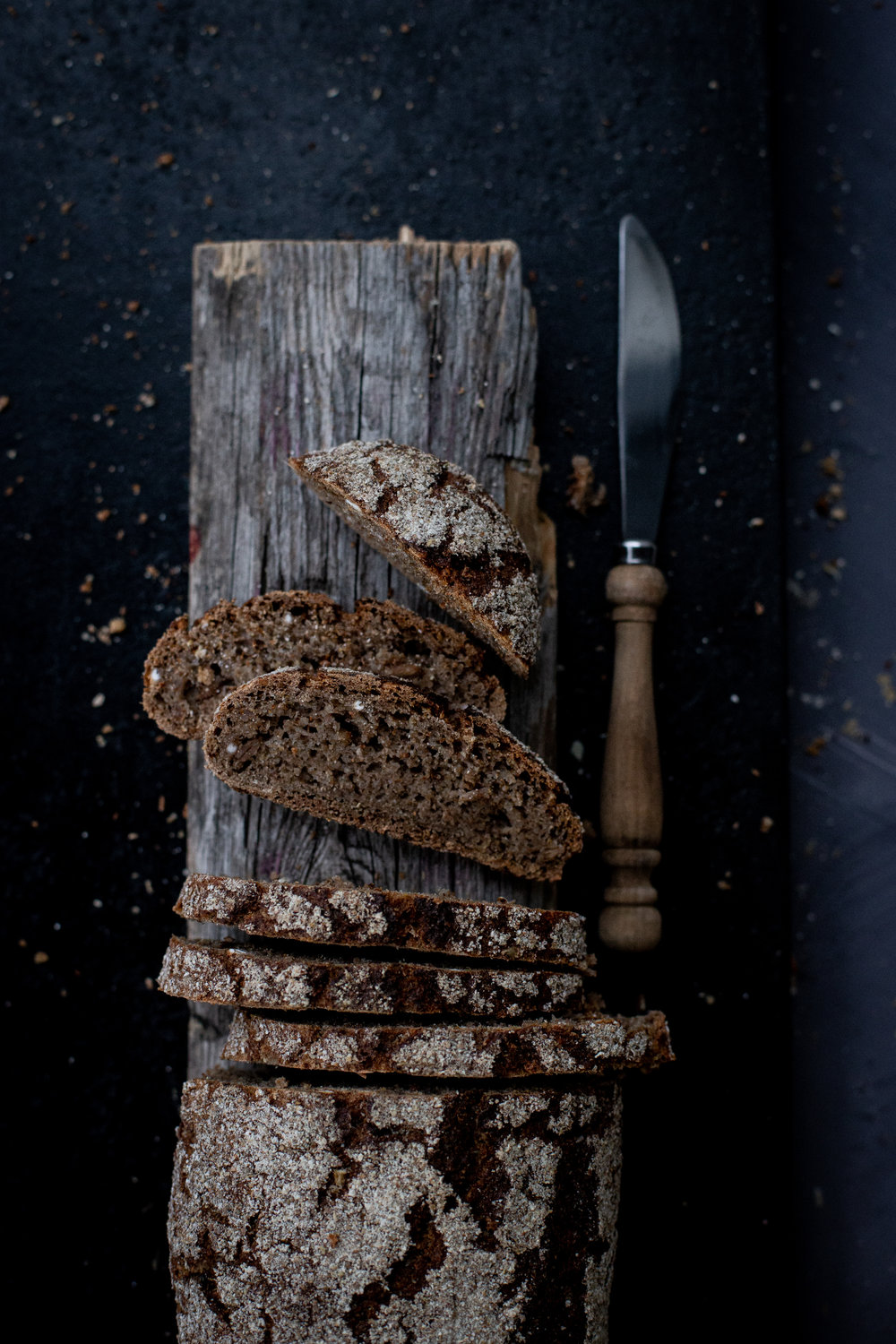 Smoked Ryebread - water, rye sourdough, rye flour, smoked rye, rye grains, salt, yeast (salt 0,9%)(veg)4,90,-