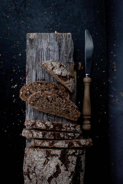 Riihiruisleipä - Riihiruisjauho, ruisjuuri, mallastettu rukiinjyvä, vesi, suola (0,9%), hiiva.(Veg)4,90 ,-